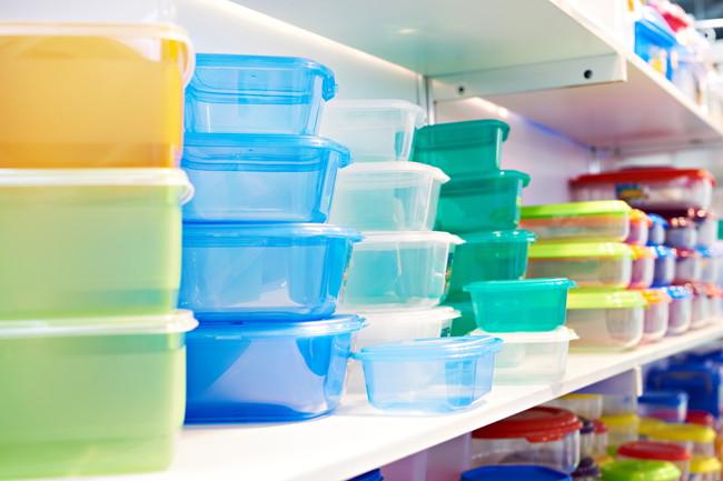 カラフルなプラスチックの保存容器