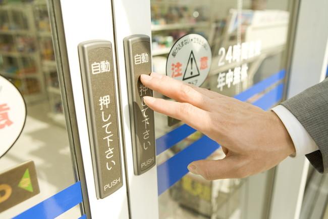コンビニの自動扉のボタン