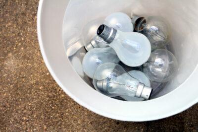 使用済の電球