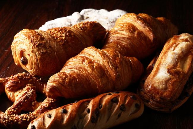 クロワッサンなどパンの盛り合わせ