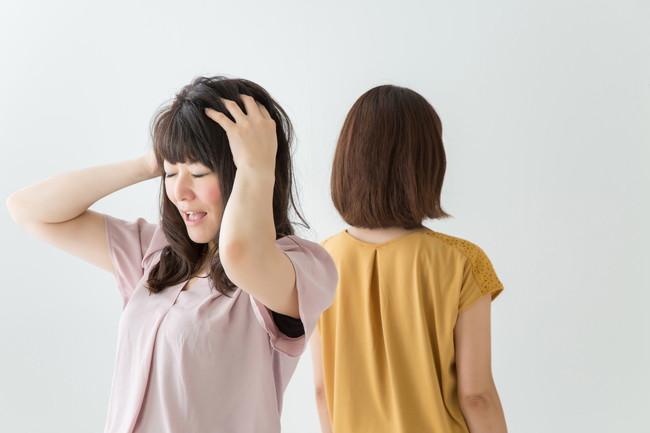 交友関係に悩む女性