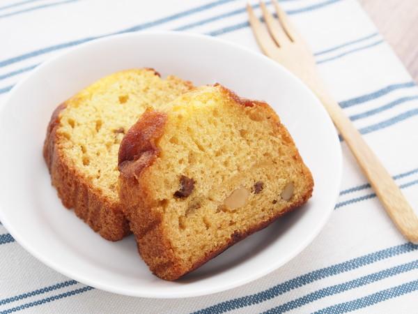 パウンドケーキ、木製のフォーク