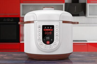 白い電気圧力鍋