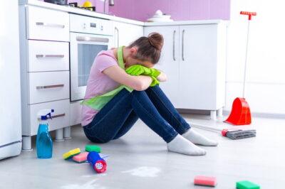 掃除が憂鬱な女性