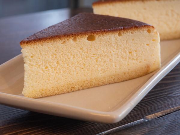 焼き目のついた美味しそうなチーズケーキ