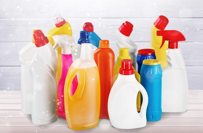 容器に入った沢山の洗剤