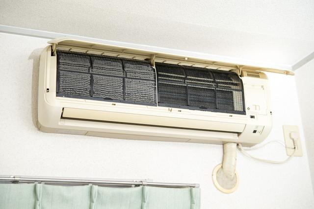 掃除中のエアコン
