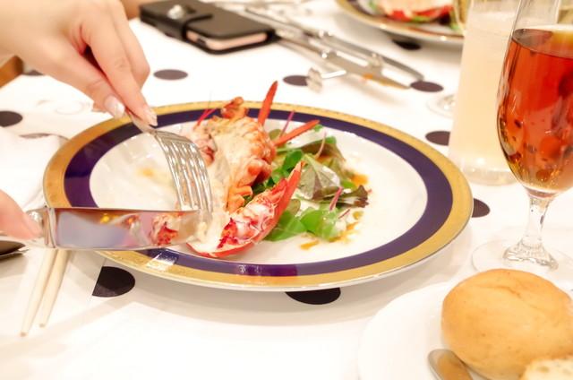 ナイフとフォークを使った食事