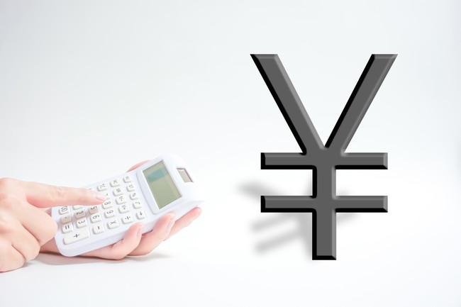 ¥マークと電卓でお金のイメージ