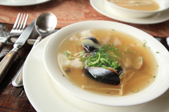 レストランのスープ