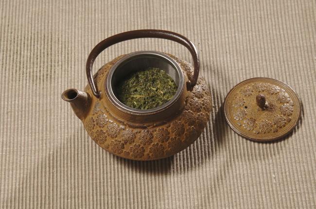 茶殻の入ったままの急須