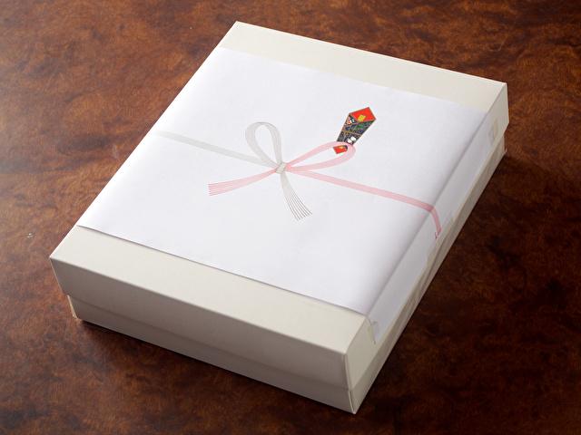 のしのついた箱