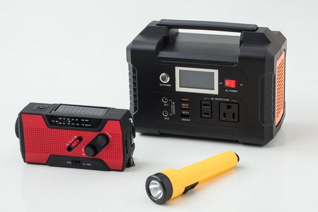 ポータブル電源の懐中電灯・ラジオ・充電器緊急災害用の道具
