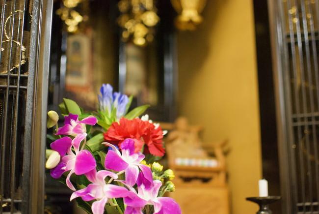 仏花と仏壇