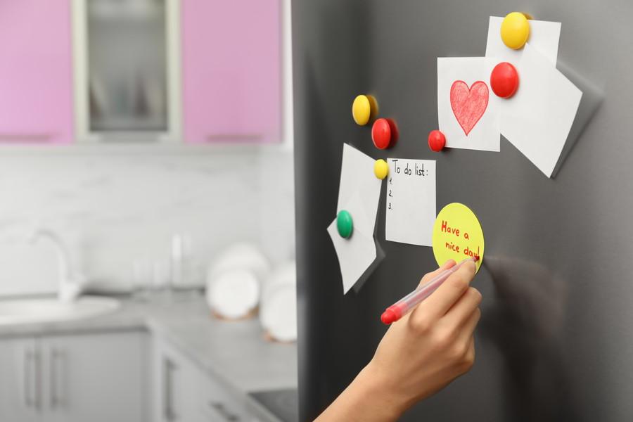 冷蔵庫に貼られた付箋