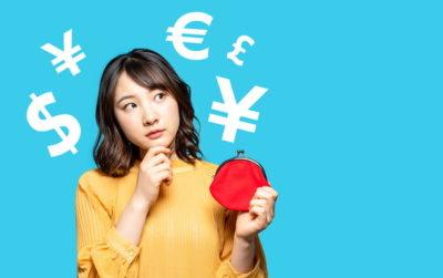 お金のことを考える女性