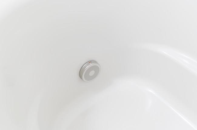 バスルーム浴槽の追い炊き口