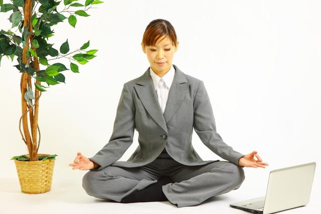 働く女性瞑想