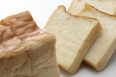 食パンをスライスする