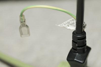 電源ケーブルについているアース線