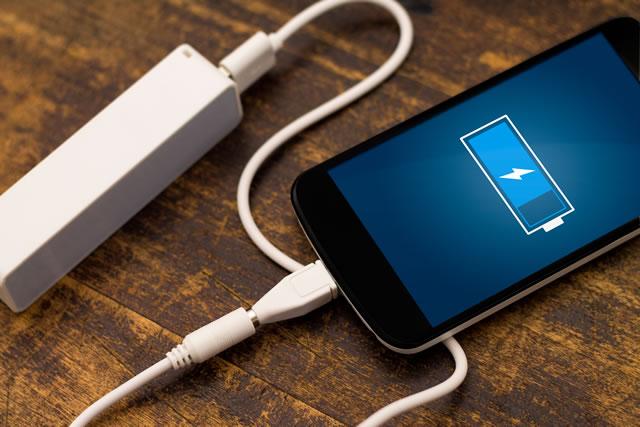 スマホと繋がっているモバイルバッテリー