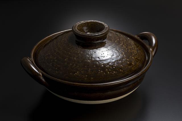 蓋をしている土鍋