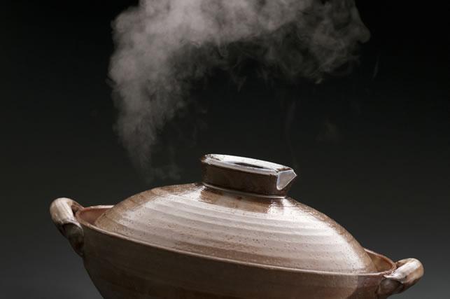 土鍋から湯気