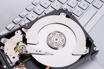 HDDとパソコンのキーボード