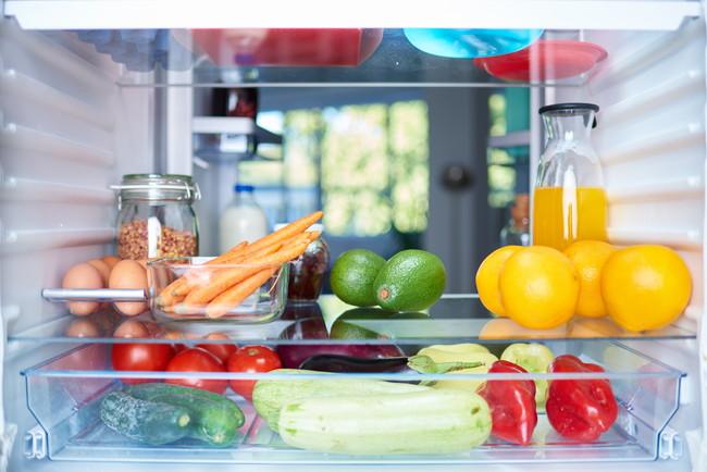 冷蔵庫の中の野菜や果物