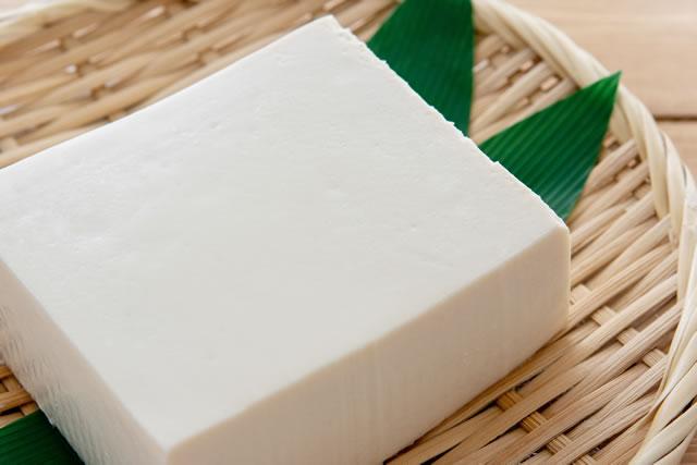 豆腐とざる