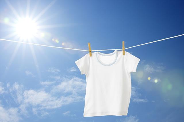 青空と白シャツ