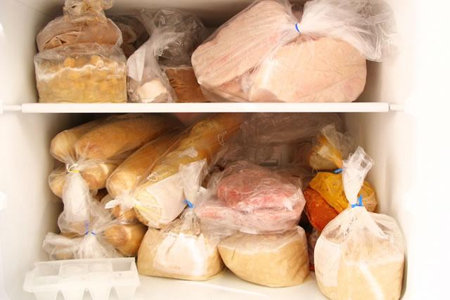 詰め込み過ぎの冷凍庫