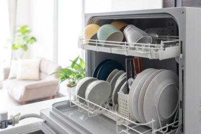 食器が置かれた卓上食洗機