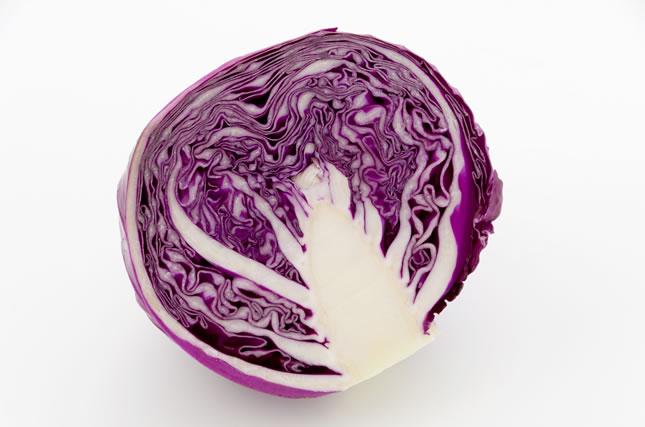 カットした紫キャベツ