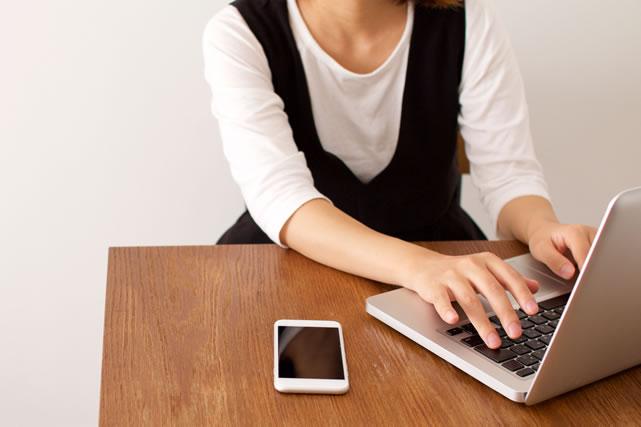 ノートパソコン 女性 ママ スマホ スマートフォン ブログ