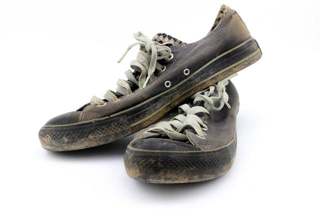 泥だらけの運動靴