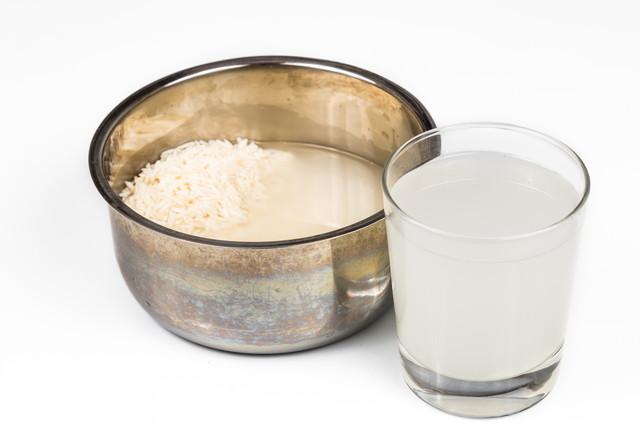 お米と濁った水