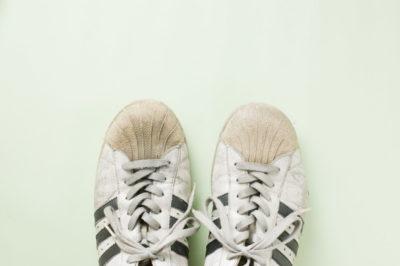 運動靴のつま先