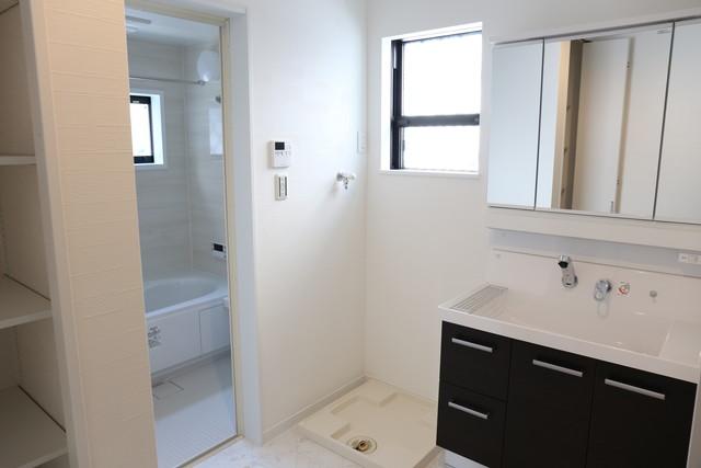 新築の家のバスルーム