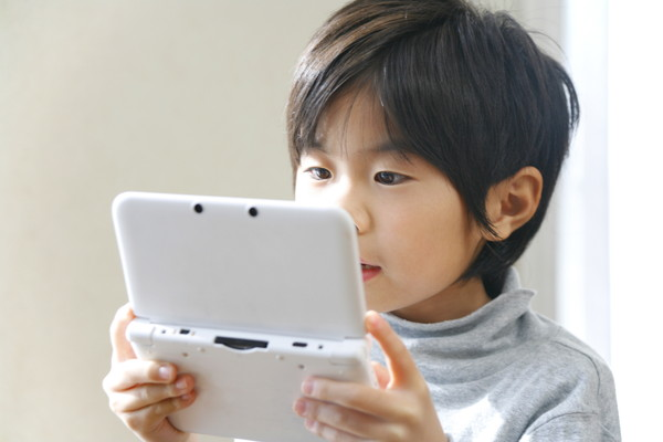 ポータブルゲームと子供