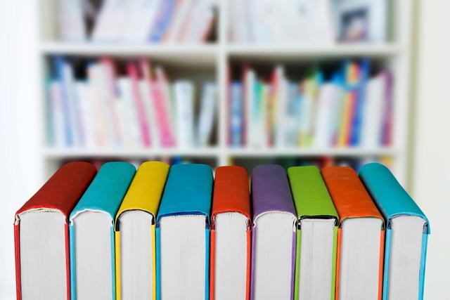 本棚と教科書