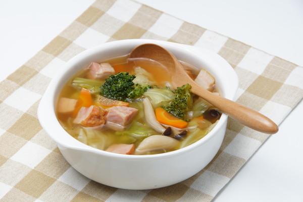 キャベツのスープ、ハム・ブロッコリー、にんじん