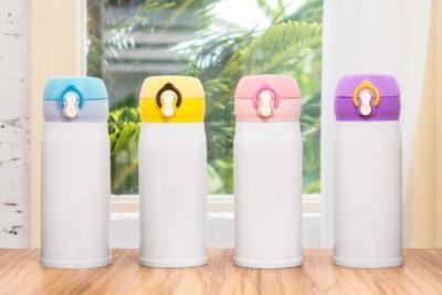 並べられた水筒