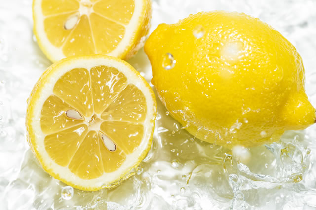 まるごとレモンと輪切りレモン